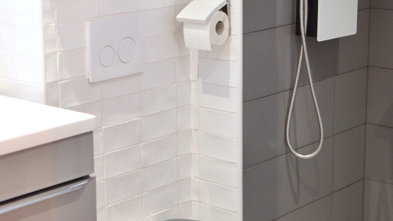 hangend toilet stinkt